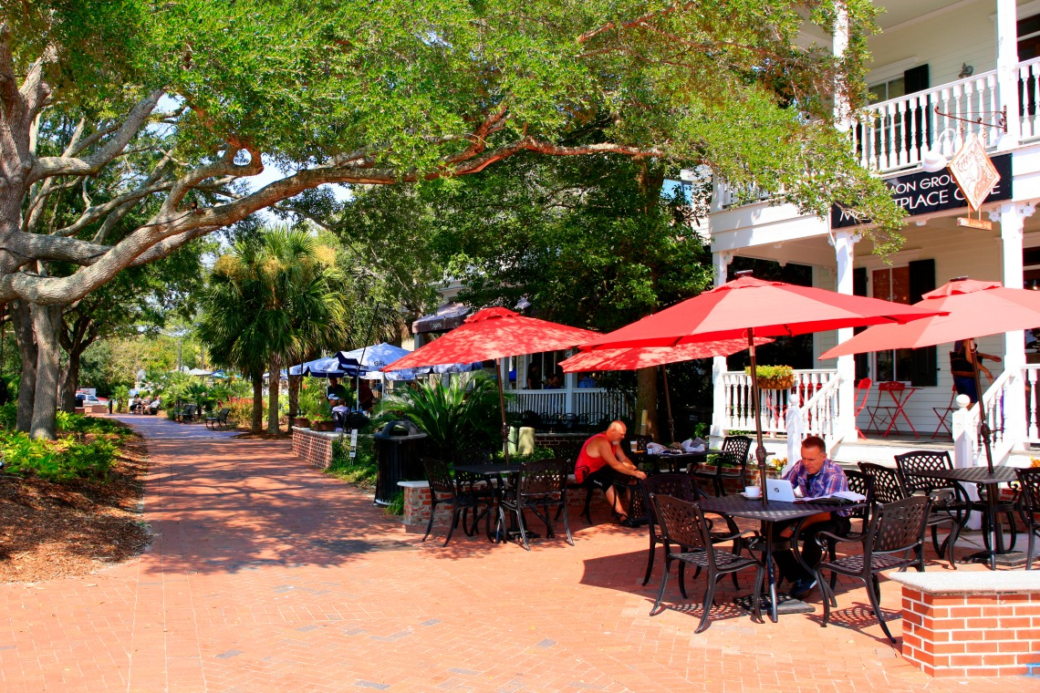Outdoor Dining In Henry C Chambers Waterfront Park Beaufort Sc